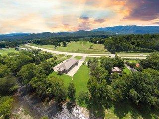 Riverside Retreat - Townsend vacation rentals