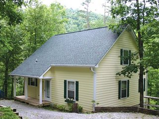 Romantic 1 bedroom House in Townsend with Deck - Townsend vacation rentals