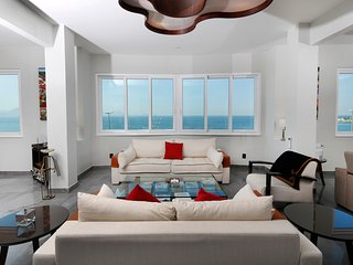 NEW OCEAN FRONT 2500sqf 3Bedrooms 3 1/2Bathroom 6 Guests with daily MAID service - Rio de Janeiro vacation rentals