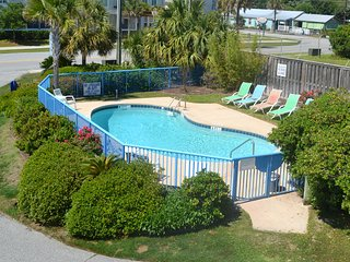 Heart of IOP, Dog Friendly, 1 blk from the beach - Isle of Palms vacation rentals