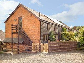 ASH BARN, semi-detached barn, woodburner, pet-friendly, WiFi, large garden, Montgomery, Ref 941556 - Montgomery vacation rentals