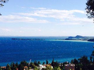 Villa di Lusso con vista lago mozzafiato per 6 pax - Gardone Riviera vacation rentals