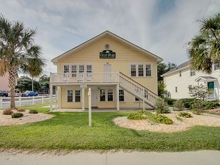 Newly Refurbished - 2nd Row, Beach House w/7 Bedrooms, 5 Bathrooms, Sleeps 25 - North Myrtle Beach vacation rentals