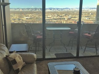 Downtown Denver-16th St Mall, Vu's, pool, balcony, 24hr front desk, parking, gym - Denver vacation rentals