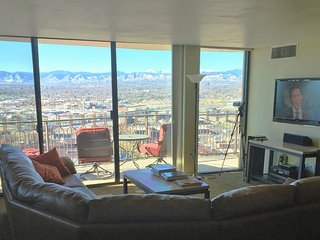 Penthse Vu'z, pool, balcony,Downtown 16th St Mall, 24hr front desk, parking, gym - Denver vacation rentals