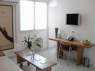 Modern One Bedroom, 6 Minute Walk From the Palais - Cannes vacation rentals