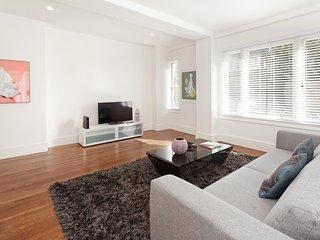 Furnished 2-Bedroom Apartment at Chestnut St & Larkin St San Francisco - San Francisco Bay Area vacation rentals