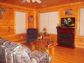 Mtn Jewel Private w/covered Hot Tub Deck - Pigeon Forge vacation rentals