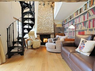 Lovely Cottage with Deck and Internet Access - Stow-on-the-Wold vacation rentals