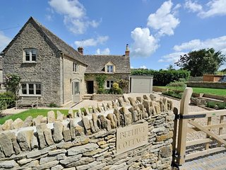 Beehive Cottage is a quintessential Cotswold stone cottage in Poulton - Poulton vacation rentals