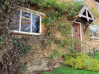 Lovely Cottage with Deck and Internet Access - Hook Norton vacation rentals