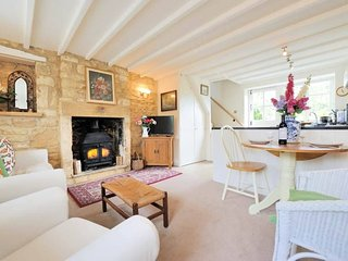 Foxglove Cottage is a lovely former Weaver's cottage of Cotswold stone - Blockley vacation rentals