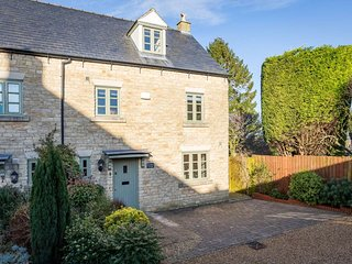 Lovely Cottage with Deck and Television - Stow-on-the-Wold vacation rentals