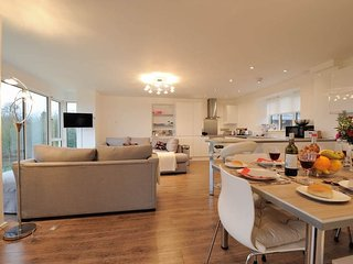 Higher Cotswold View is a stunning contemporary property, on a small farm - Bourton-on-the-Water vacation rentals