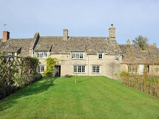 Holly Cottage is a beautiful Cotswold stone cottage with lovely gardens - Minster Lovell vacation rentals