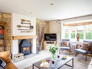 Honeysuckle Cottage is a large cottage in the lovely village of Middle Tysoe - Oxhill vacation rentals