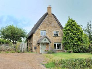 Honeysuckle Cottage is a beautiful grade II listed thatched cottage - Sutton-under-Brailes vacation rentals