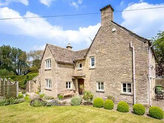 Manor Cottage is a quintessential Cotswold stone cottage in Poulton - Poulton vacation rentals