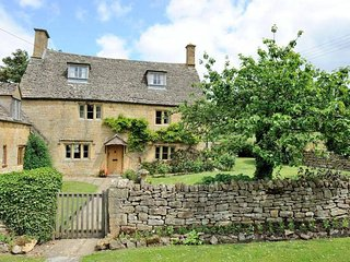 Orchard Cottage is a quintessential Cotswolds cottage, in Saintbury - Saintbury vacation rentals