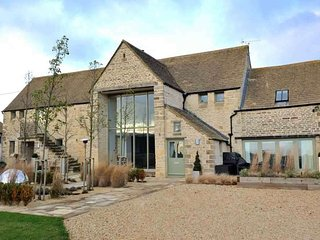 Spacious 4 bedroom Chedworth Villa with Internet Access - Chedworth vacation rentals