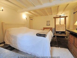 Charming Cottage with Internet Access and Television - Salford Priors vacation rentals