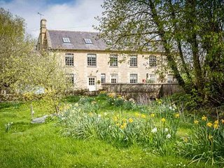 Widford Mill Cottage enjoys a fabulous rural location, close to lovely Burford - Swinbrook vacation rentals