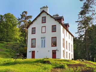 Lovely House in Kinloch Rannoch with Internet Access, sleeps 16 - Kinloch Rannoch vacation rentals