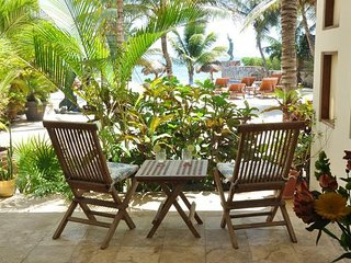 Beachfront luxury, one bedroom on ground floor. - Puerto Morelos vacation rentals