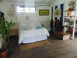Gorgeous Houseboat with Balcony and Mountain Views - Ilha Grande vacation rentals