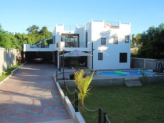 Private 4bdrm villa with swimming pool far from madding crowd - Pereybere vacation rentals