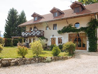 Fab 6-bedroom farmhouse, 12p - Christmas '16 - Annecy vacation rentals