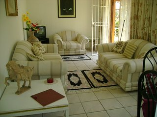 Sunny 1 bedroom Cottage in Sandton with Microwave - Sandton vacation rentals