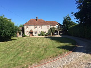 Beautiful 17C Farmhouse close to Goodwood - East Lavant vacation rentals