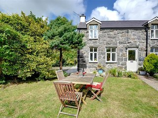 Nice Cottage with Washing Machine and Television - Llanaelhaearn vacation rentals