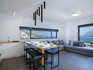 Seametry Duplex Apt with frontal sea view 6p - Souda vacation rentals