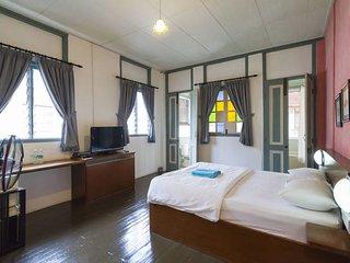 Dwell Loft - Superior Suite - Georgetown vacation rentals