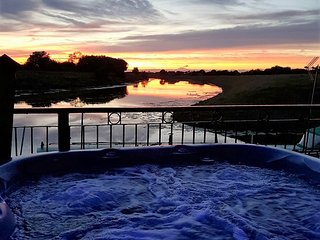 Waterside Escape with private hot tub Lincolnshire - Coningsby vacation rentals