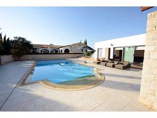 Spacious 5 bedroom Vacation Rental in Kiti - Kiti vacation rentals
