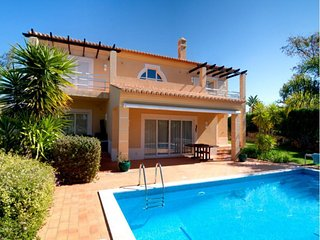 2 bedroom Villa in Carvoeiro, Algarve, Portugal : ref 2022347 - Estombar vacation rentals