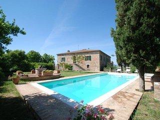 5 bedroom Villa in Siena, Tuscany, Italy : ref 2022519 - Asciano vacation rentals