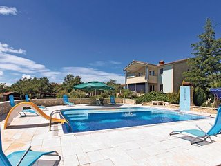 6 bedroom Villa in Vodnjan, Istria, Croatia : ref 2043822 - Divsici vacation rentals