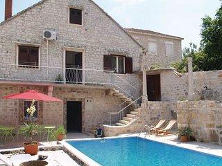 4 bedroom Villa in Brac, Central Dalmatia, Croatia : ref 2044121 - Pucisce vacation rentals