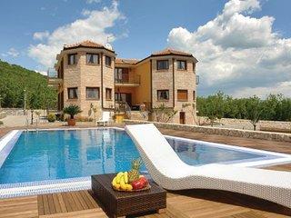 4 bedroom Villa in Makarska, Central Dalmatia, Croatia : ref 2044377 - Slime vacation rentals