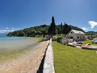 2 bedroom Villa in Brac, Central Dalmatia, Croatia : ref 2045375 - Cove Lovrecina (Postira) vacation rentals
