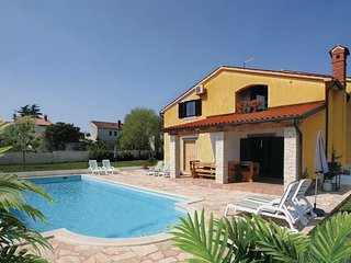 4 bedroom Villa in Pula, Istria, Croatia : ref 2046912 - Muntic vacation rentals