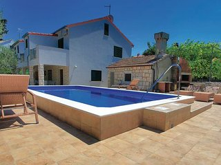 5 bedroom Villa in Korcula, South Dalmatia, Croatia : ref 2047078 - Zrnovo vacation rentals