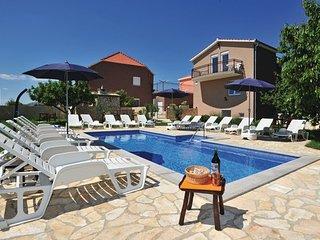 6 bedroom Villa in Makarska, Central Dalmatia, Croatia : ref 2088126 - Slime vacation rentals