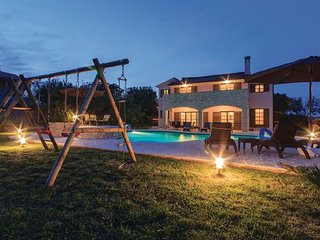 5 bedroom Villa in Pula, Istria, Croatia : ref 2089117 - Valtura vacation rentals