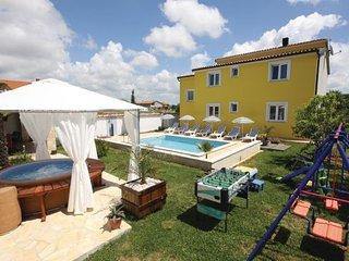 4 bedroom Villa in Pula, Istria, Croatia : ref 2089169 - Stinjan vacation rentals