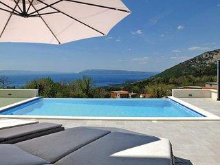 4 bedroom Villa in Makarska, Central Dalmatia, Croatia : ref 2095413 - Tucepi vacation rentals